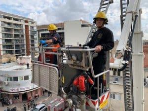 שלושה פועלים נפלו מיציקת בטון שהתמוטטה בתל אביב