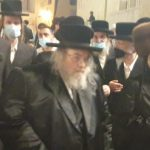"""צפו: כ""""ק האדמו""""ר מבעלזא הגיע הערב לרחבת הכותל המערבי בירושלים"""