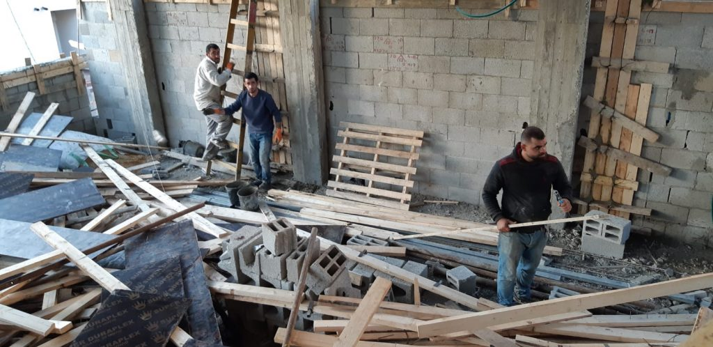 תיעוד: כך בונים בית כנסת 3 קומות תוך 90 יום