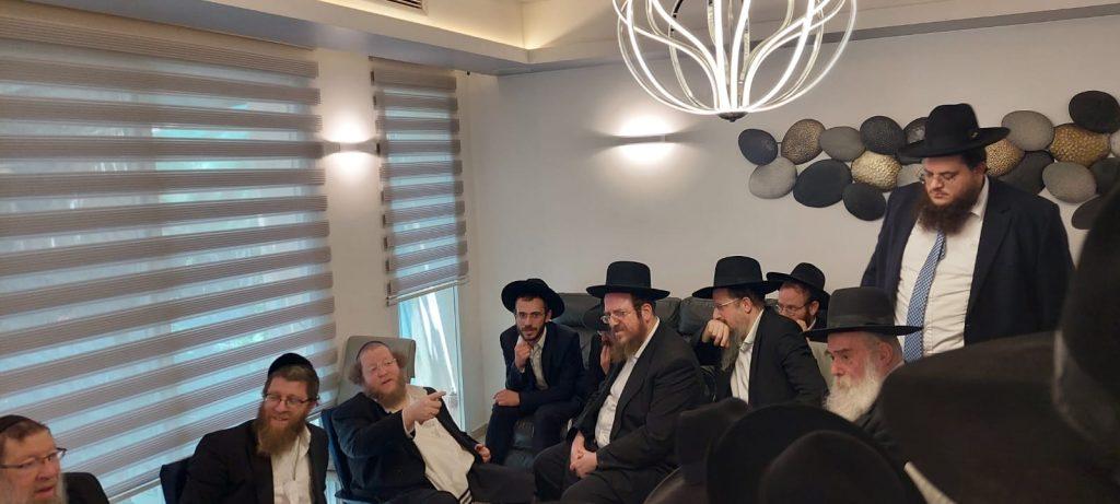 """גלריה: גדולי ישראל רבנים ואישי ציבור בניחום אבלים אצל הגרש""""ב סורוצקין"""