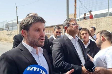סמוטריץ' וחברי הציונות הדתית בשייח' ג'ראח | צילום: דוברות