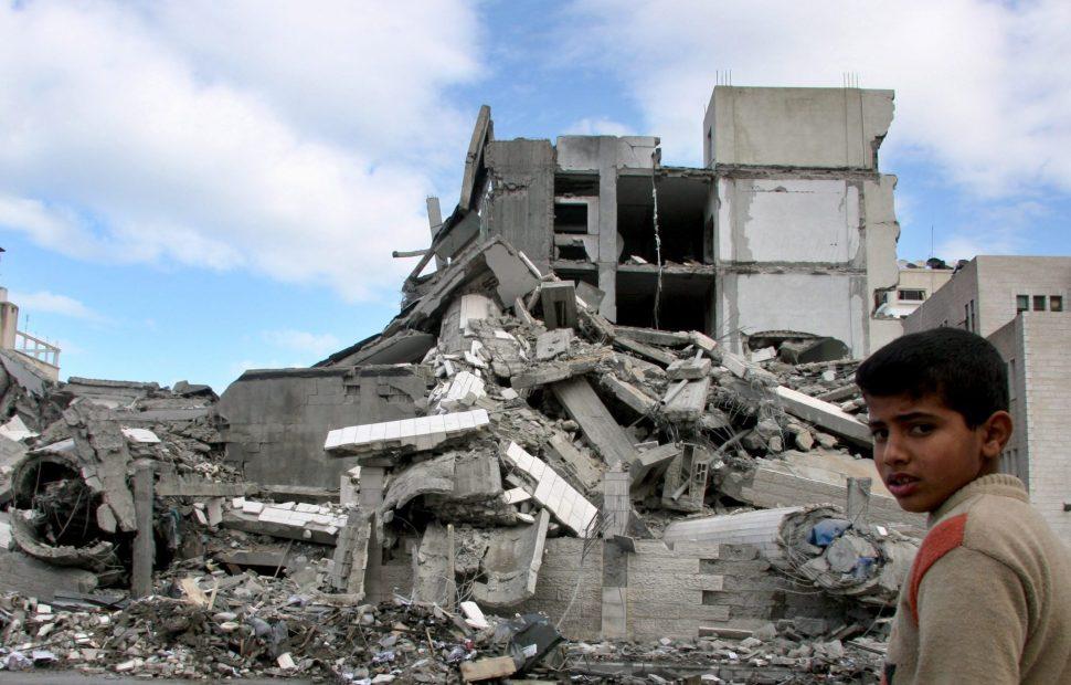 בנין שקרס מפיצוץ ברצועת עזה   צילום: Thair alhassany / Flash 90.