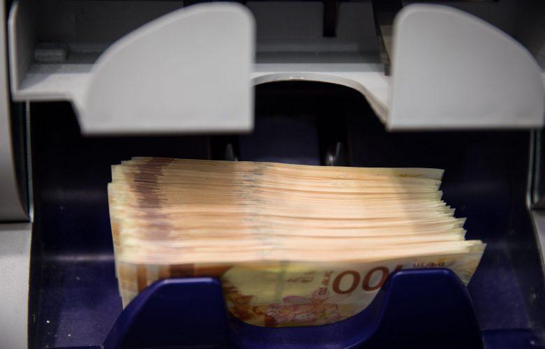 שטרות כסף צילום פלאש 90