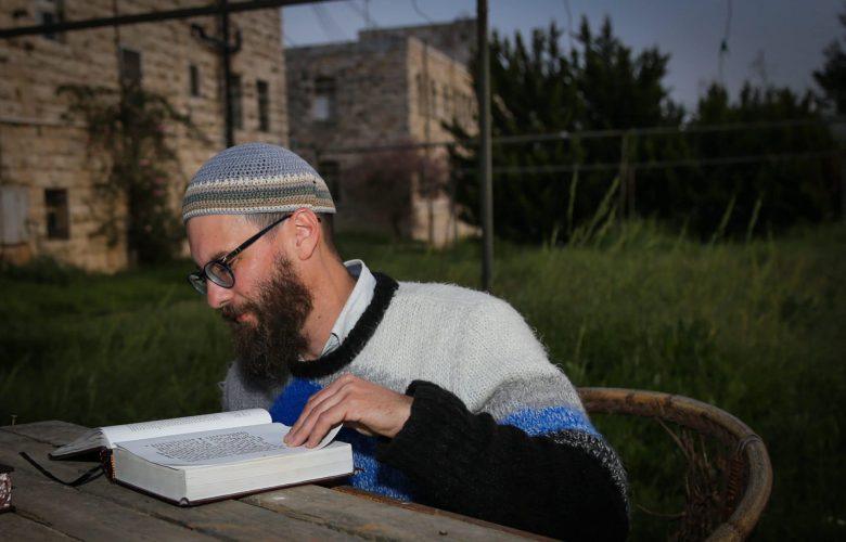 יהודי לומד תורה צילום: גרשון אלינסון/פלאש90