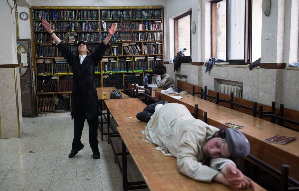 פורים בישיבה למצולמים אין קשר לכתבה צילום: יונתן סינדל/פלאש90
