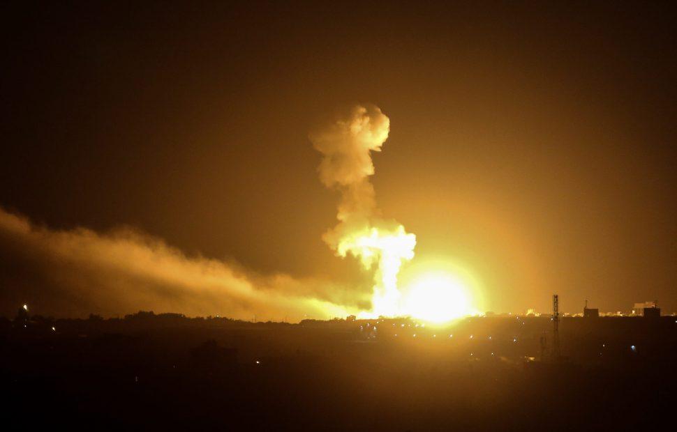 תקיפה אווירית // צילום: פאדי פאהד - Flash90