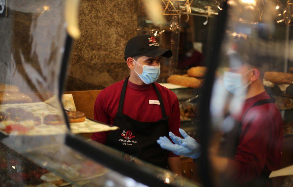 העסקים הקטנים קורסים בתקופת הקורנה האם הפעם הממשלה תסייע? | צילום: Ail Ahmed/Flash90
