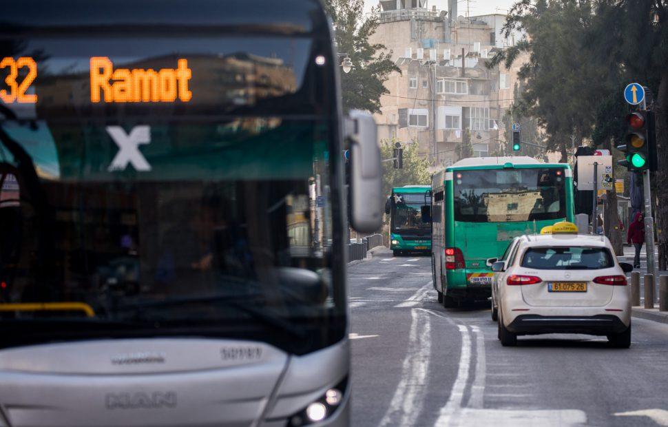 תחבורה ציבורית // צילום: יונתן סינדל פלאש 90