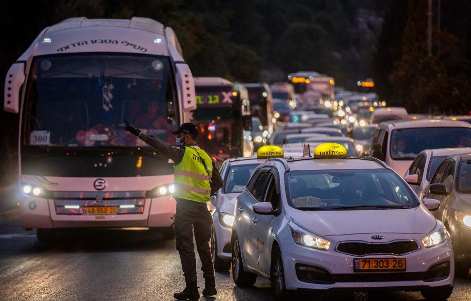 מראות המחסומים בלילות יחזור? // צילום: יונתן סינדל - Flash 90