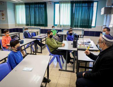 כיתת לימוד בימי הקורונה | צילום: Gershon Elinson/Flash90