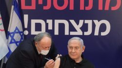 נתניהו מקבל את החיסון הראשון לקורונה // צילום: לע