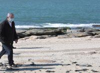נתניהו בסיור בחוף הים באשדוד בעקבות המפגע של הזפת האקולוגי // צילום: קובי גדעון - לע