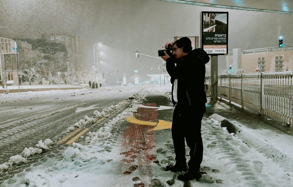 צלם 'המחדש' דוד קשת מתעד בשלג בעיר המקדש